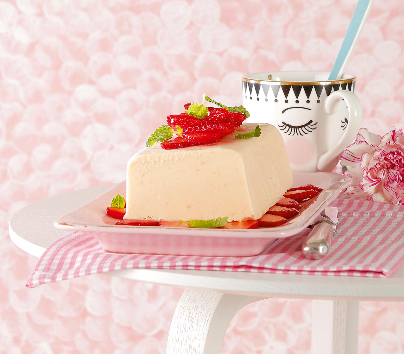 Rhabarber parfait mit marinierten erdbeeren annemarie for Kochen rhabarber