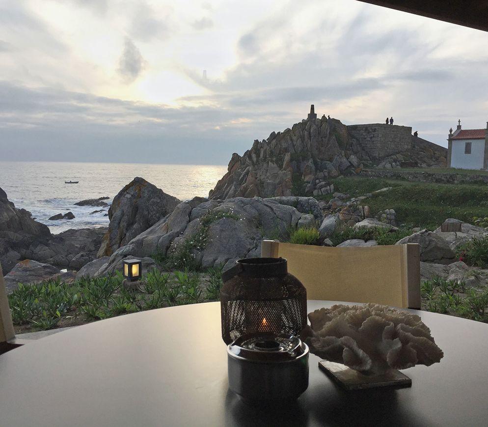 Und darüber hinaus nichts als der Atlantik: Blick von der Terrasse des «Casa de Chá da Boa Nova».