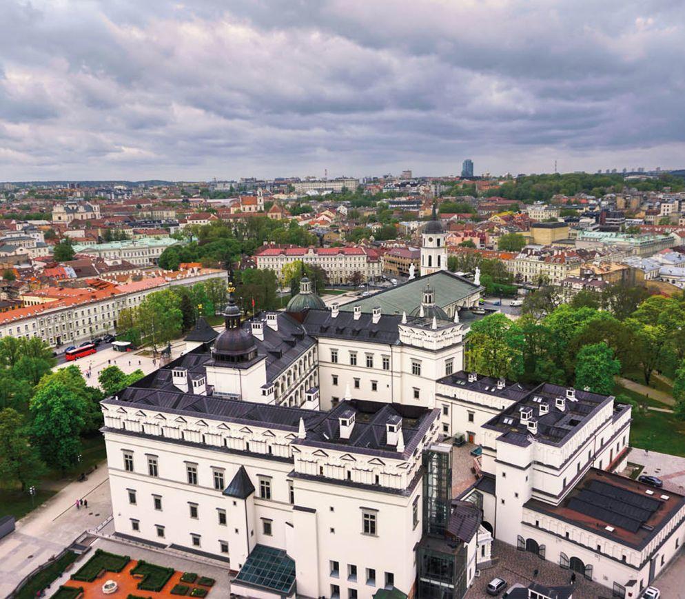 Blick vom Burgberg auf Vilnius und den komplett rekonstruierten Grossfürstenpalast.
