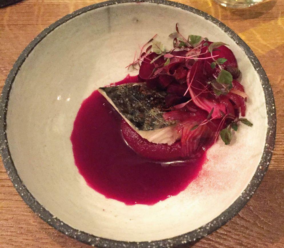 Makrele mit Rande, fermentiertem Randensaft und Salzpflaume im «San Sablon».