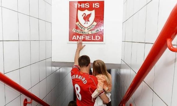 O detalhe emocionante no escudo do Liverpool