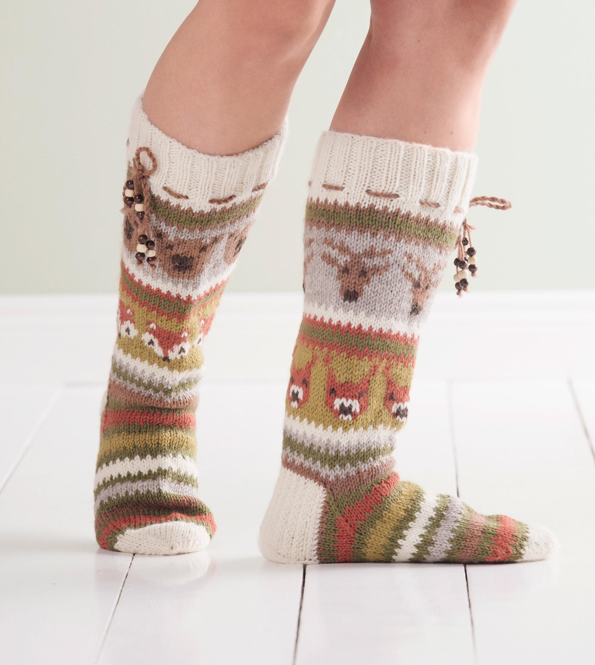 Villasukkabuumi toi lapinlahtelaisäidille niin paljon töitä, että hän luopui päivätyöstä – naisen luomat sukkamallit innostavat neulojia ympäri maailmaa