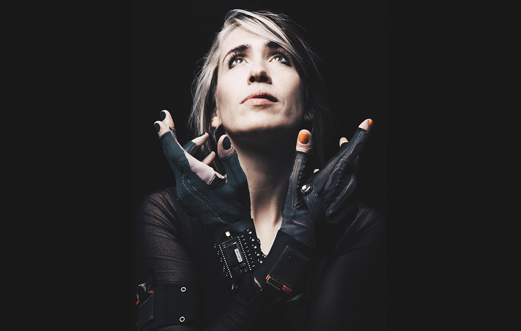 Imogen Heap in MI.MU Gloves, Photo by Fiona Garden