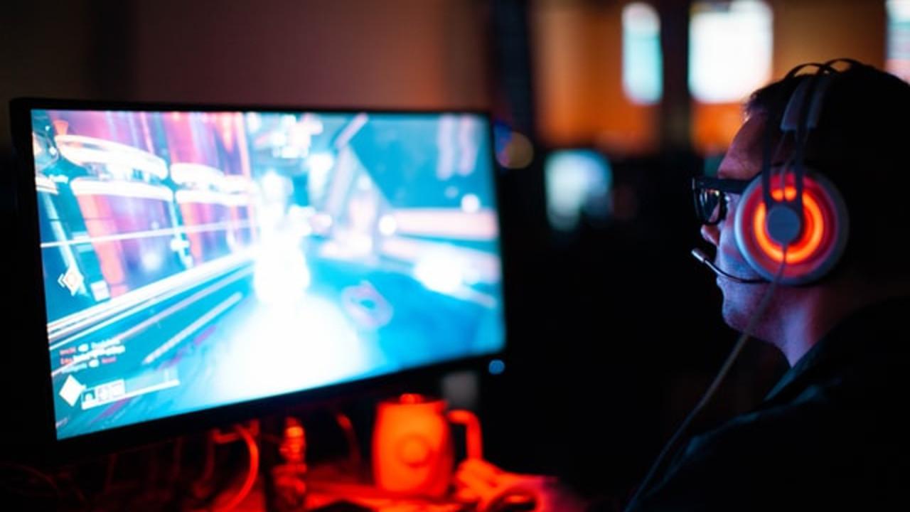 Gracz grający w grę