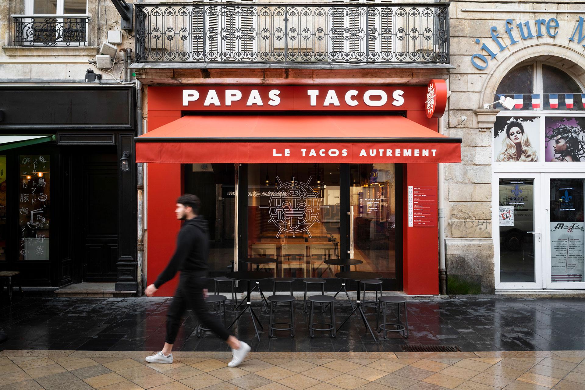 Papas TAcos - restaurant - architecture - Bordeaux - identity - facade - blind - valance - neon sign