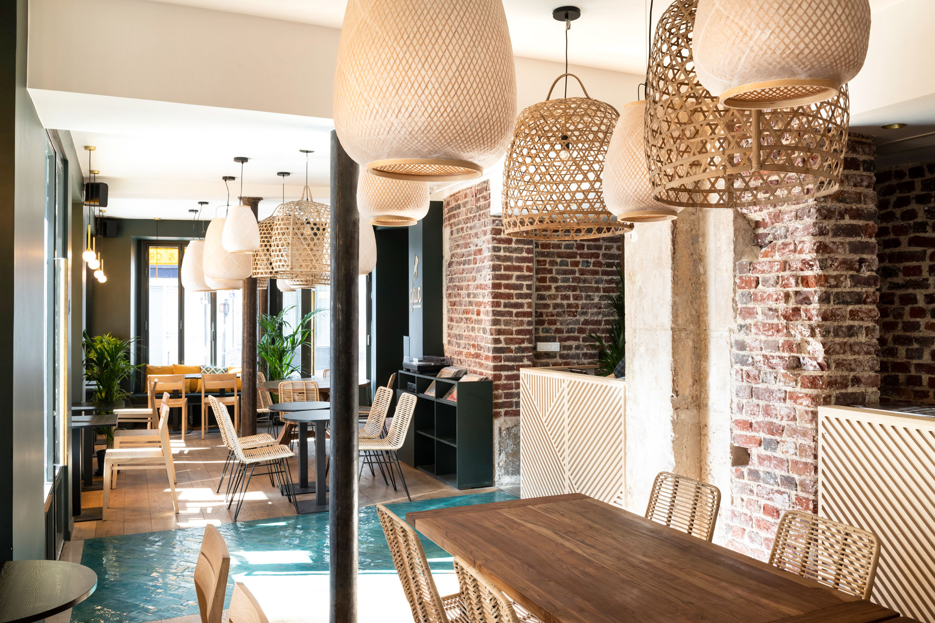 Djawa - restaurant - interior architecture - Paris - wood - brick - indonesian