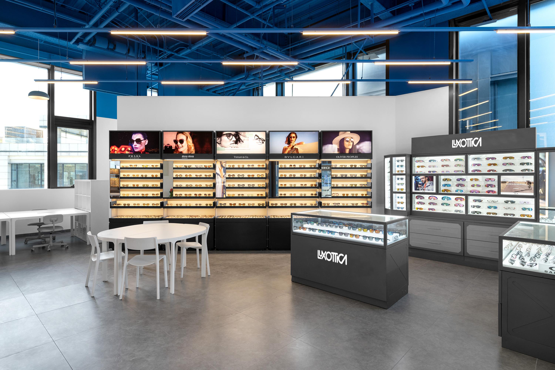 Luxottica-store2