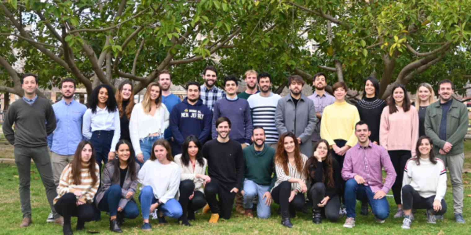 A group photo of the Materialesdefabrica.com staff.