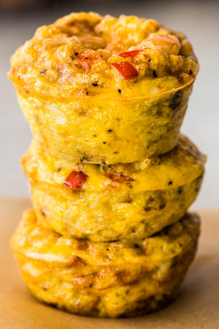 Keto-friendly fajita egg cups filled with bell peppers, mozzarella cheese, and ground cumin. A great on-the-go snack. | peteandgerrys.com