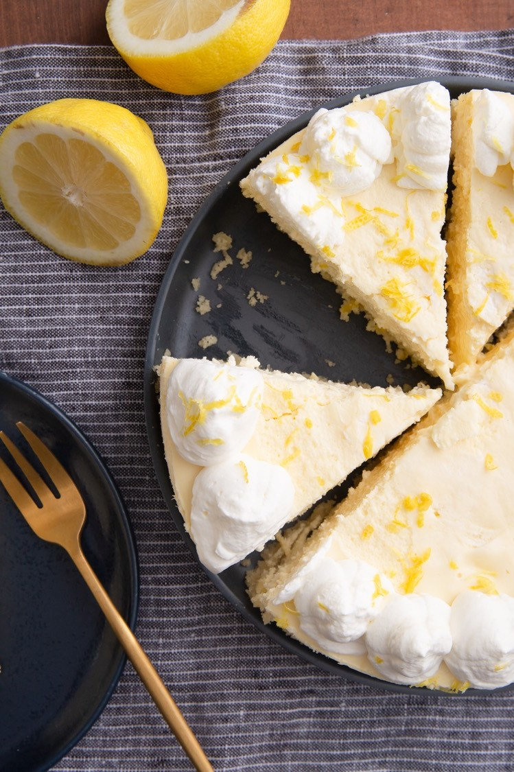 This keto-friendly instant pot lemon cheesecake is made with cream cheese, lemon juice, lemon zest, organic eggs, and heavy whipping cream. | peteandgerrys.com