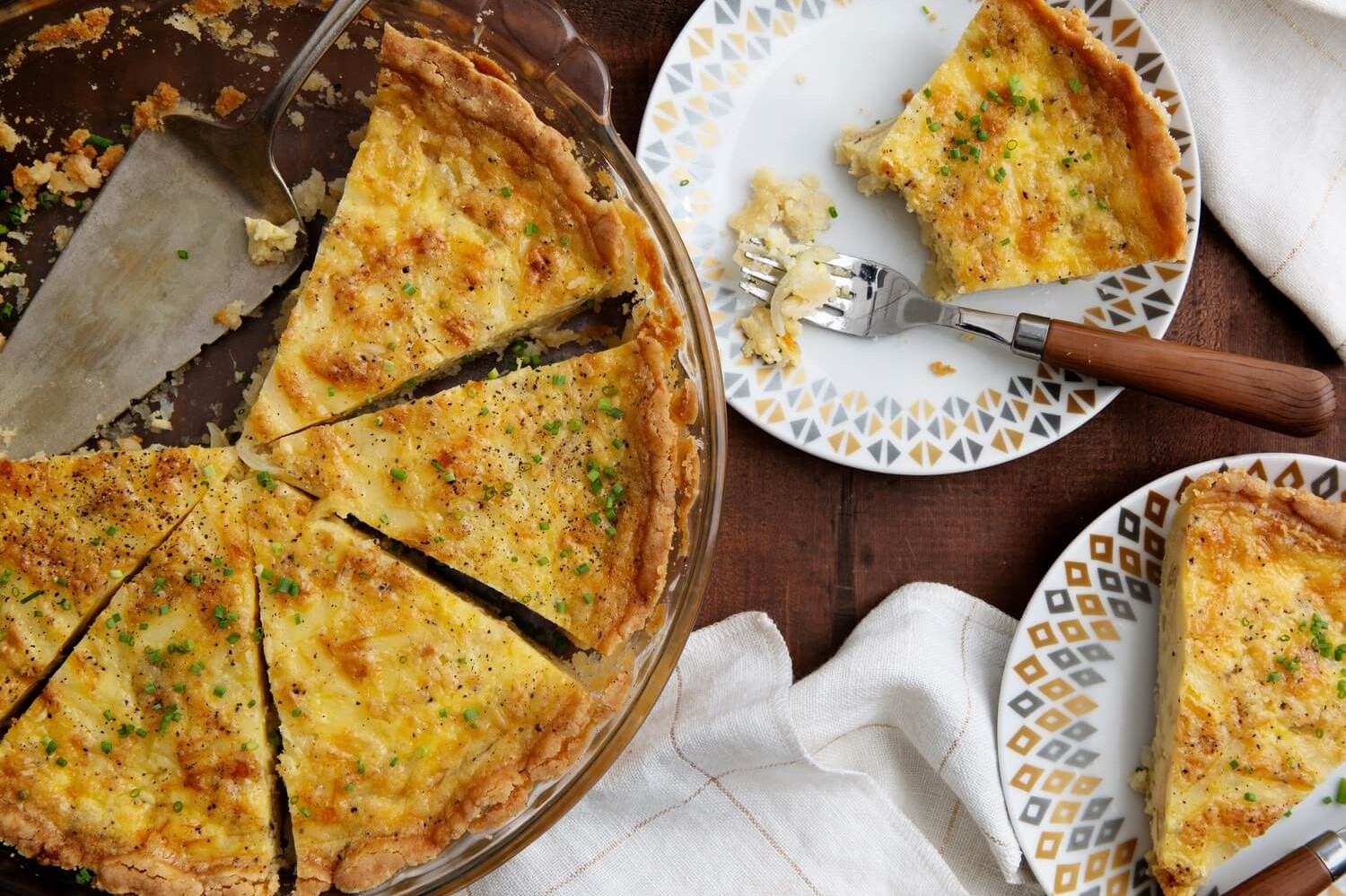 This keto caramelized onion quiche is made with organic eggs, gruyére cheese, and heavy cream. The crust is cooked until golden brown and made with almond flour. | peteandgerrys.com