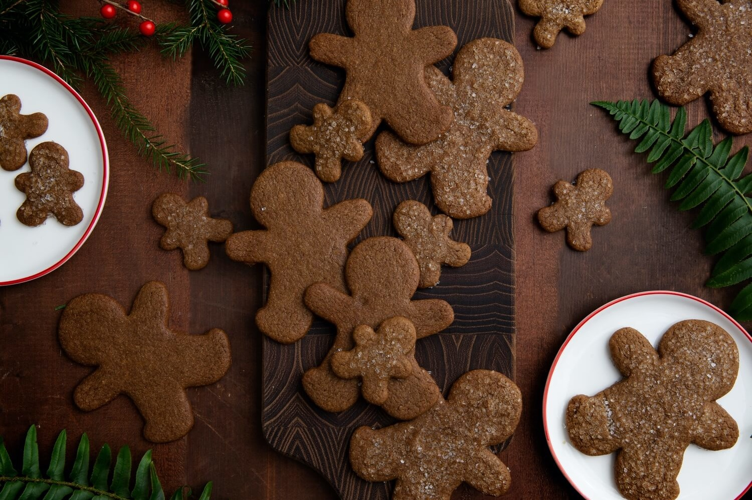 These easy gingerbread cookies are cooked until the edges are crisp and the middle is still slightly soft and chewy. | peteandgerrys.com