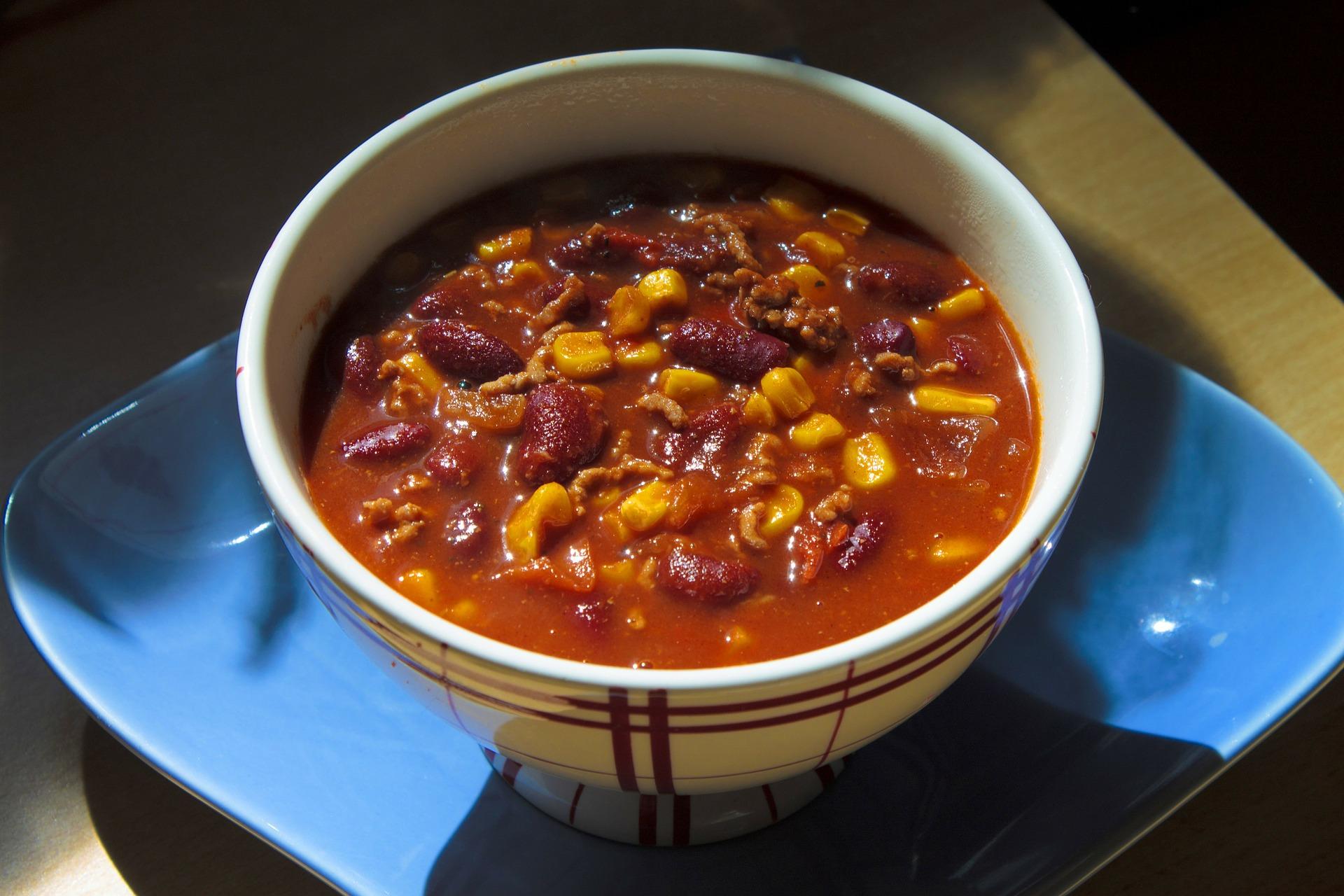 Chili z indykiem, warzywami i ryżem – zdrowy i lekki obiad