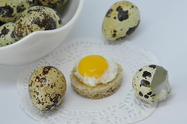 Pyszne jajka przepiórcze w majonezie koperkowym
