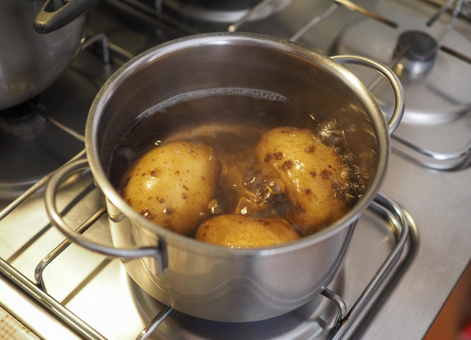 Gotujące się ziemniaki
