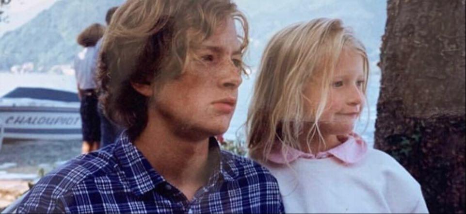 Lara Gessler z bratem