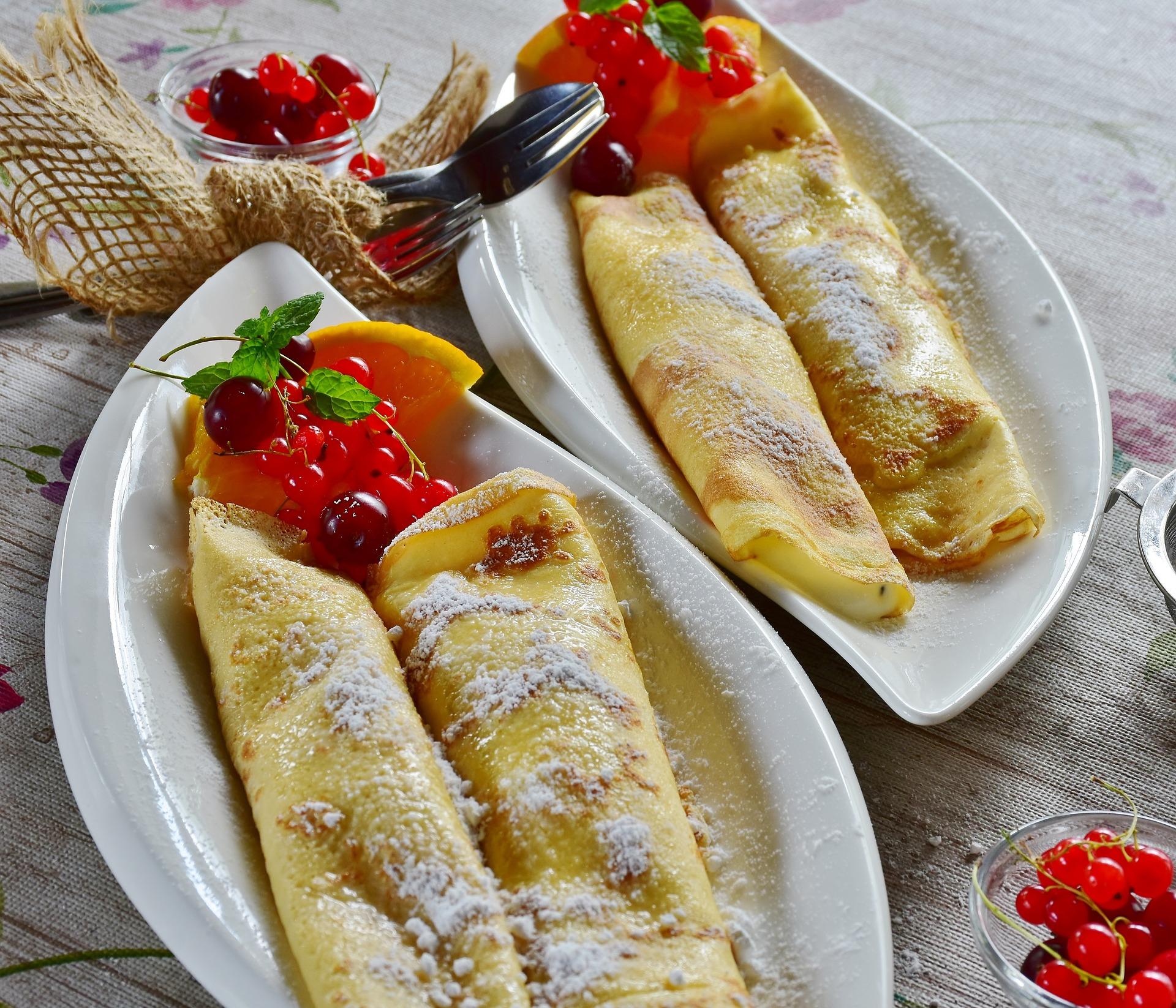 Naleśniki zapiekane z serem i owocami