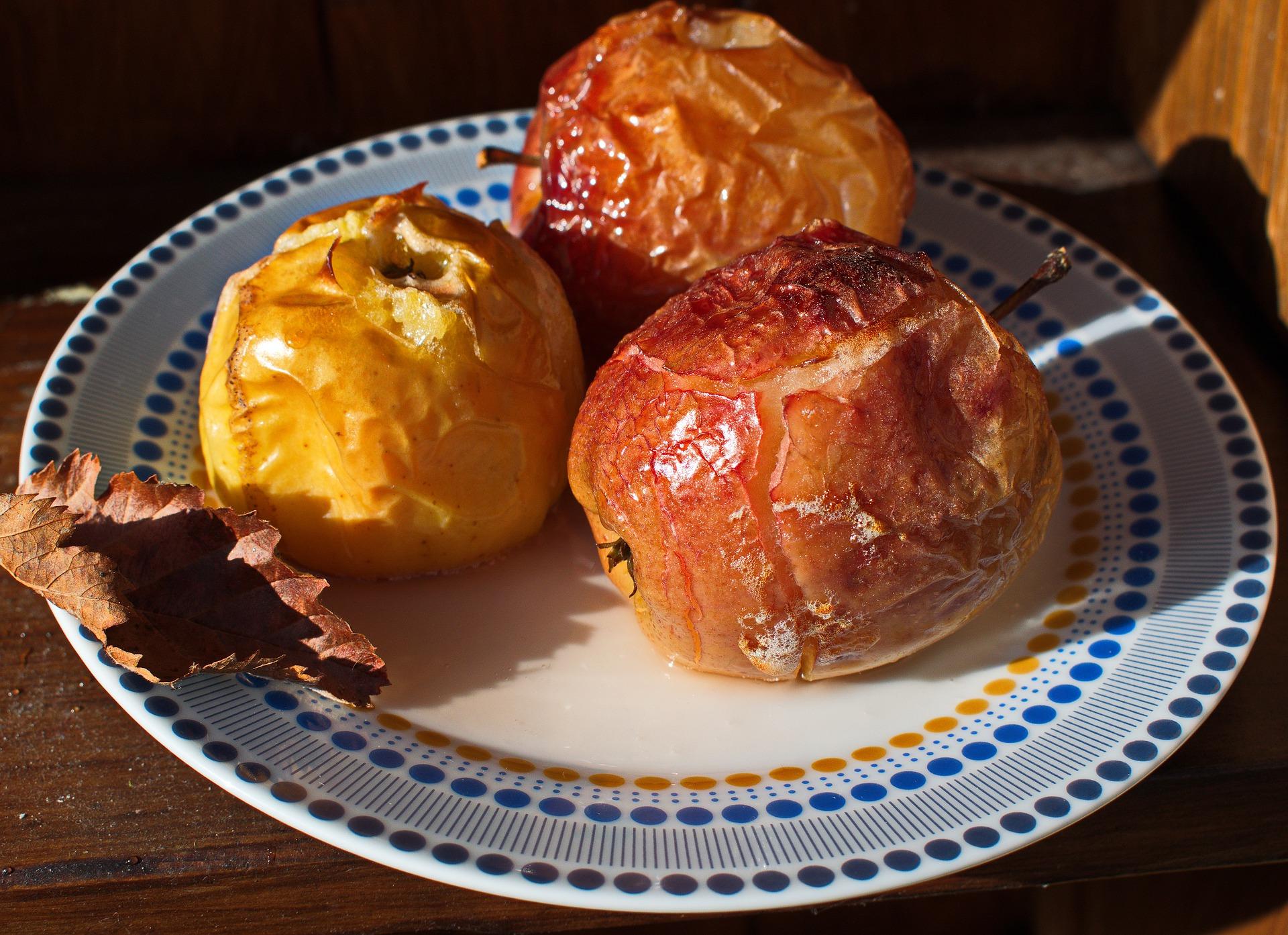 Jabłka pieczone z płatkami owsianymi