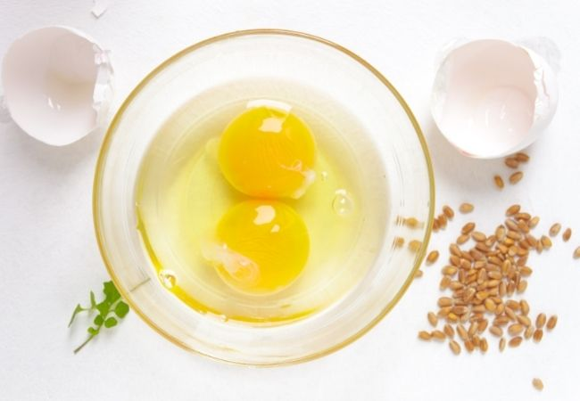 surowe jajka