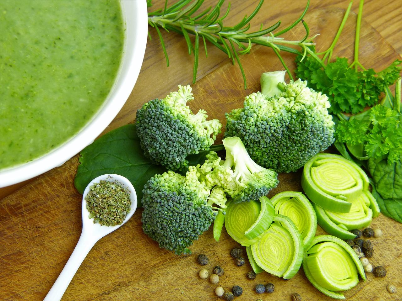 Zupa brokułowa z kurczakiem na rosole