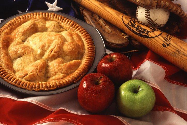 Tarta rustykalna z jabłkami – staromodny deser pachnący cynamonem.