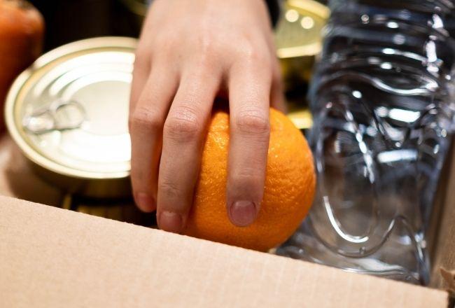 Jedzenie w kartonach