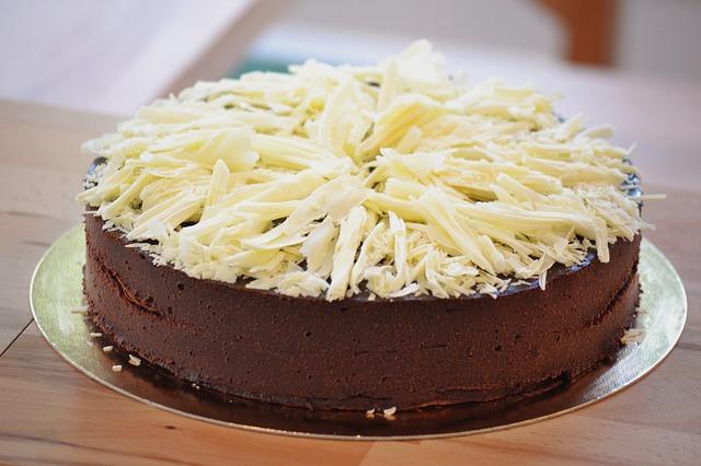Tort gruszkowy z musem czekoladowym