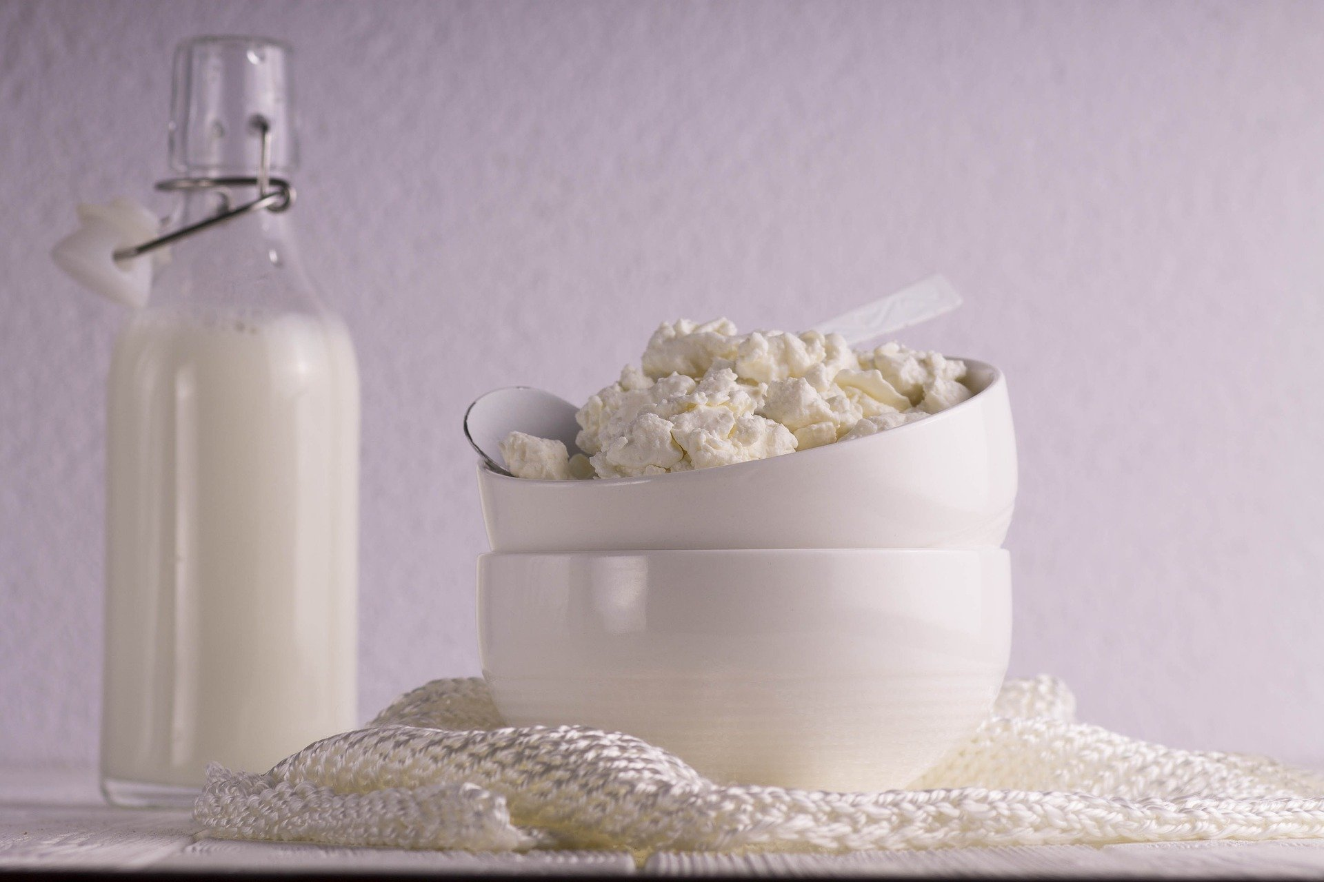 Błyskawiczny domowy twarożek/ricotta – idealny dodatek do śniadania.