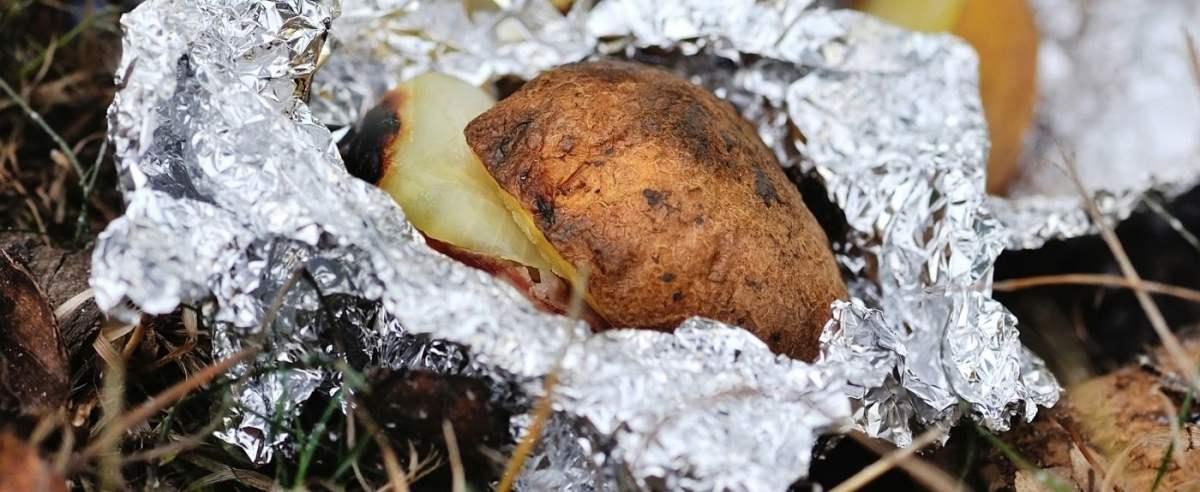 Pieczone ziemniaki jak z ogniska ZimaNady_klgd, Getty Images