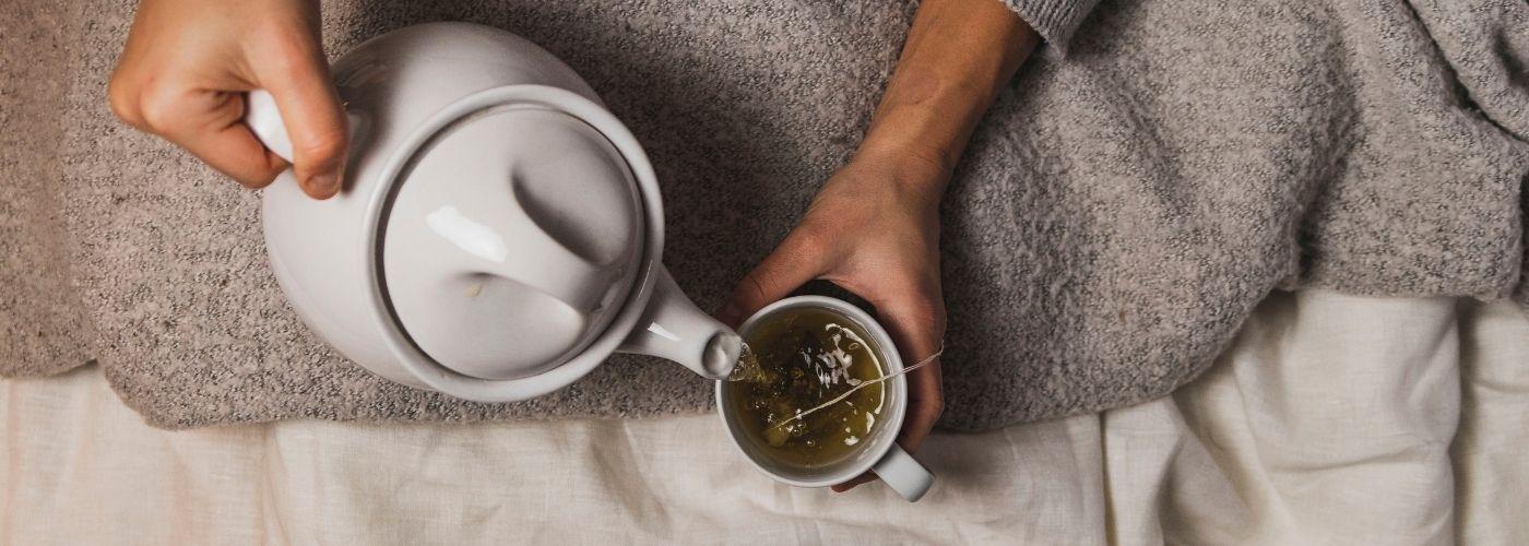 Dlaczego warto pić herbatę przed snem?