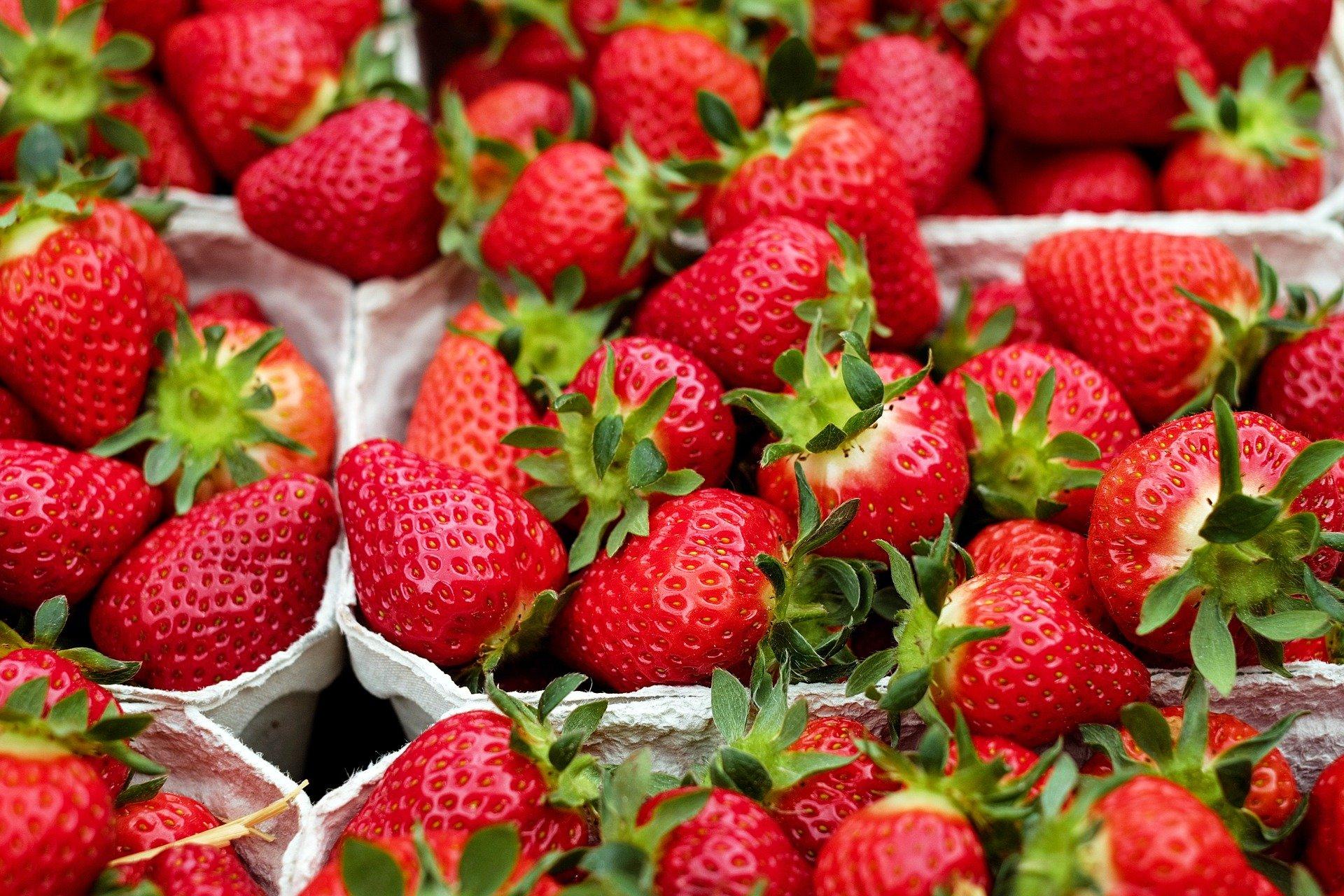 strawberries-1396330 1920