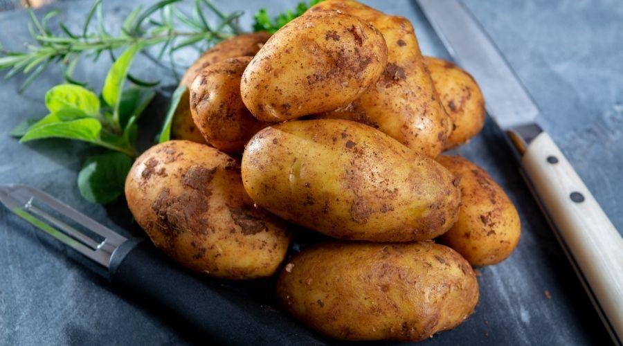 Młode ziemniaki obierzesz w chwilę