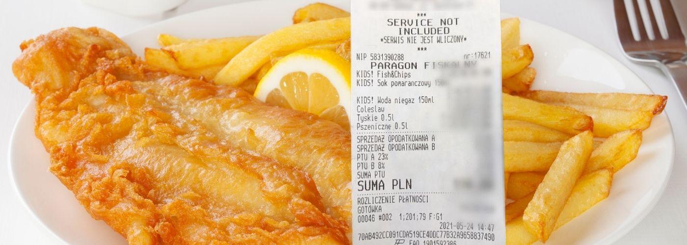 Smażona ryba w wysokiej cenie w restauracji