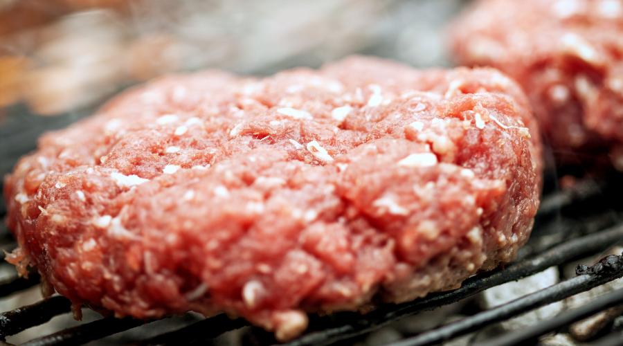 Hamburger na grillu