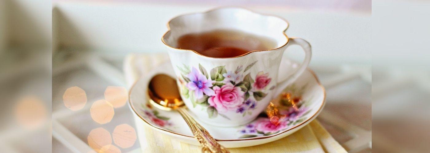 Która herbata pomoże na opuchnięte nogi?