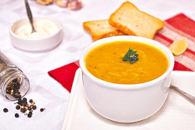 Pożywna zupa krem fasolowa