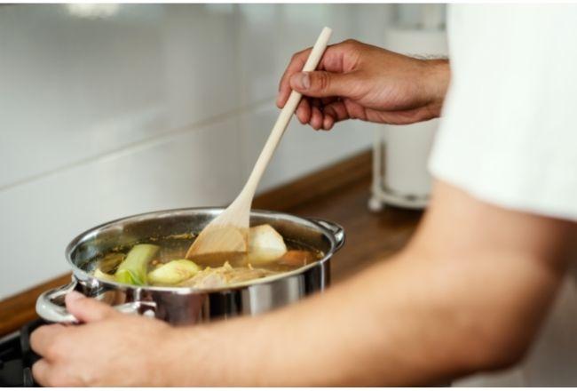 Rosół z dodatkiem sosu sojowego