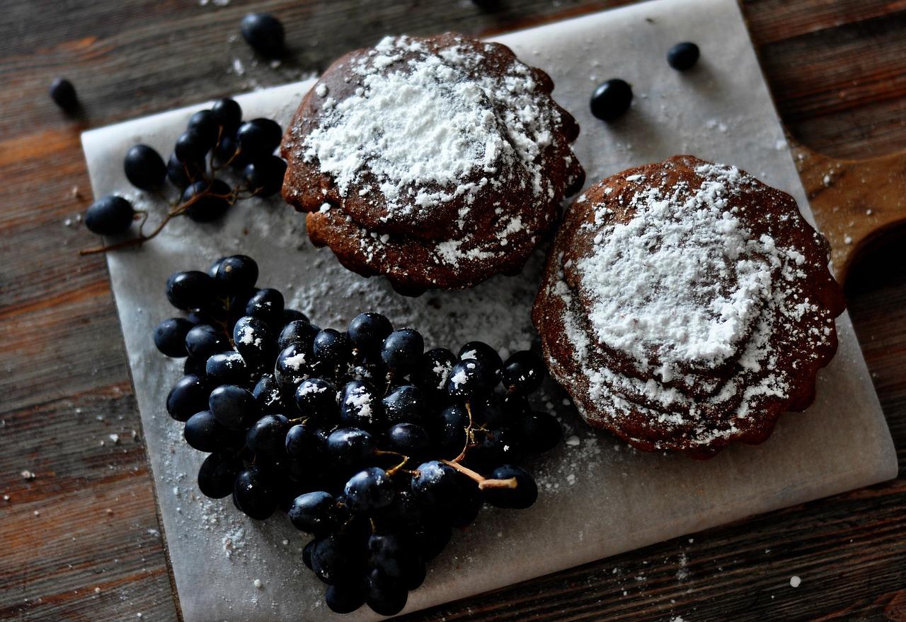 Babeczki brownie z owocami