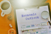 "Clipboard with the words ""Economic Outlook"""