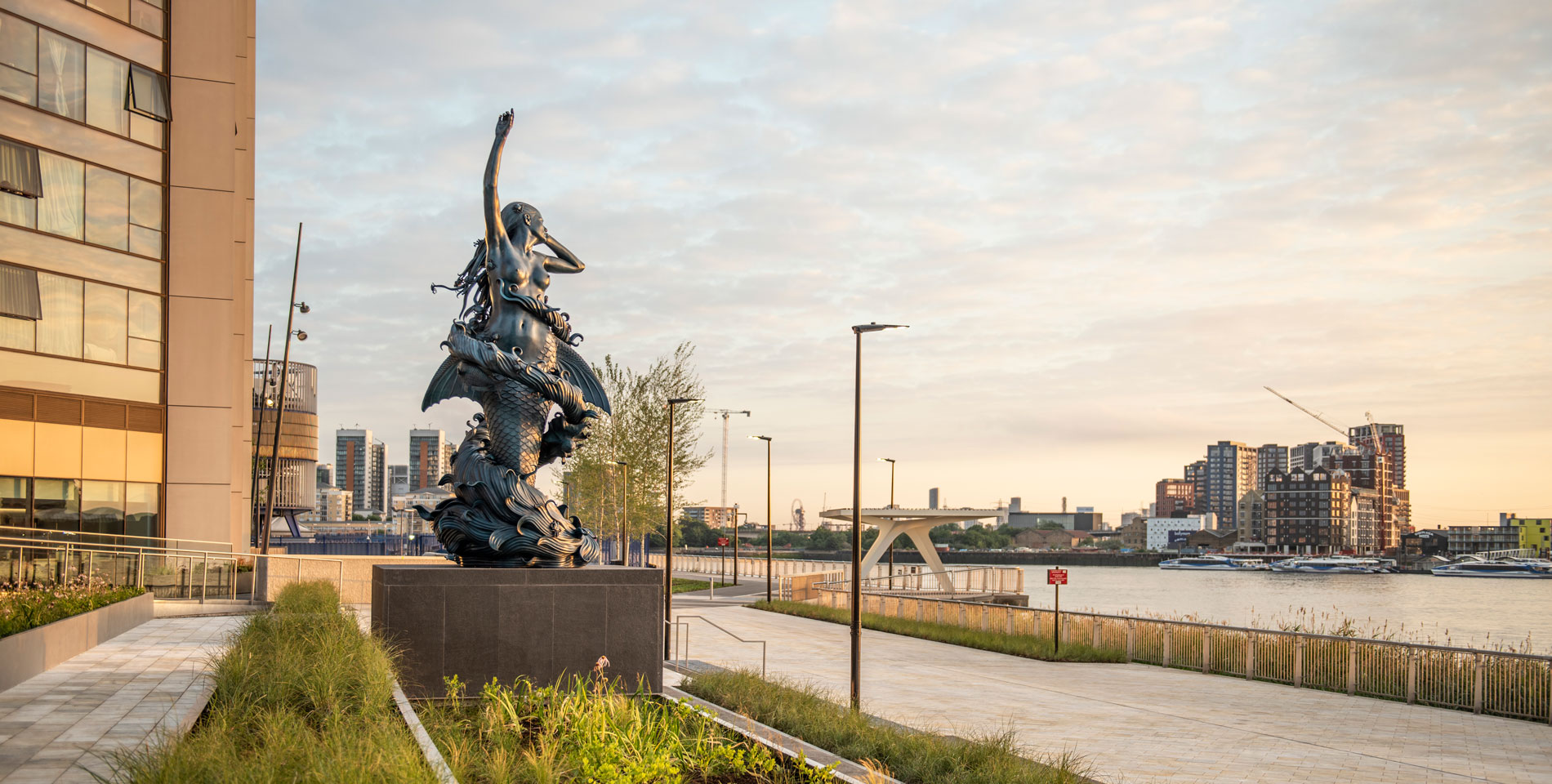The-Tide,-Greenwich-Peninsula,-Damien-Hirst-Mermaid-@Charles-Emerson