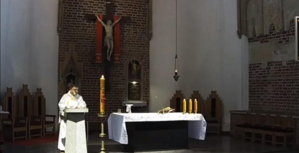 """Ksiądz o """"włóczeniu się"""" po kościołach"""