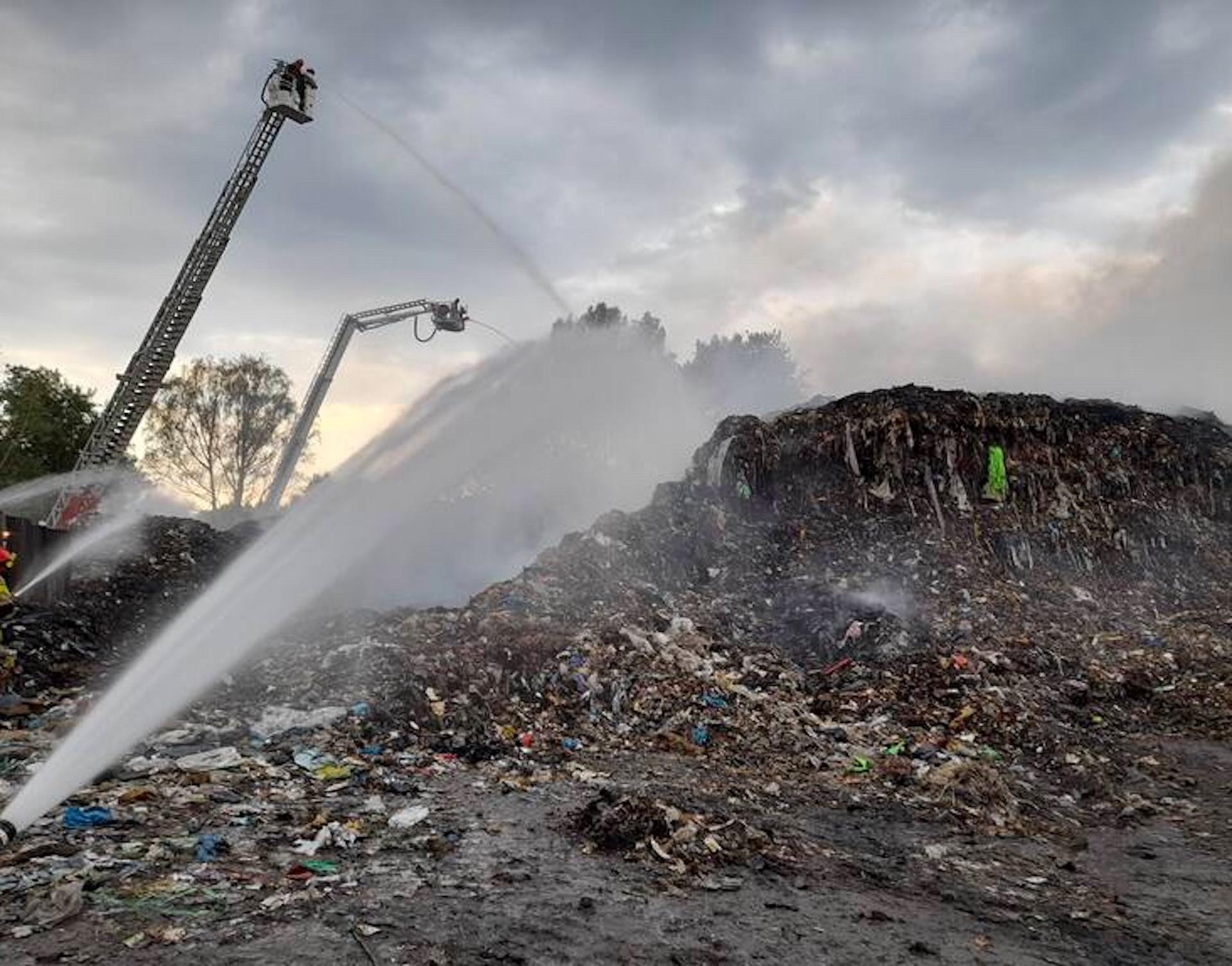 W nocy w Rudzie Śląskiej doszło do poważnego pożaru wysypiska
