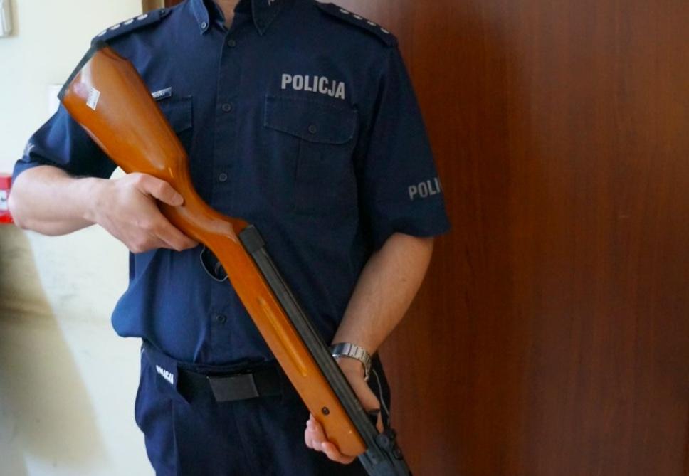 Śląska policja zatrzymała w Raciborzu mężczyznę, który postrzelił z wiatrówki kobietę