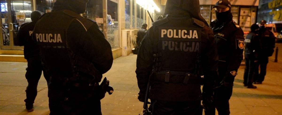 Policja skomentowała sprawę kibiców Legii, którzy tłumnie zebrali się przy Łazienkowskiej.
