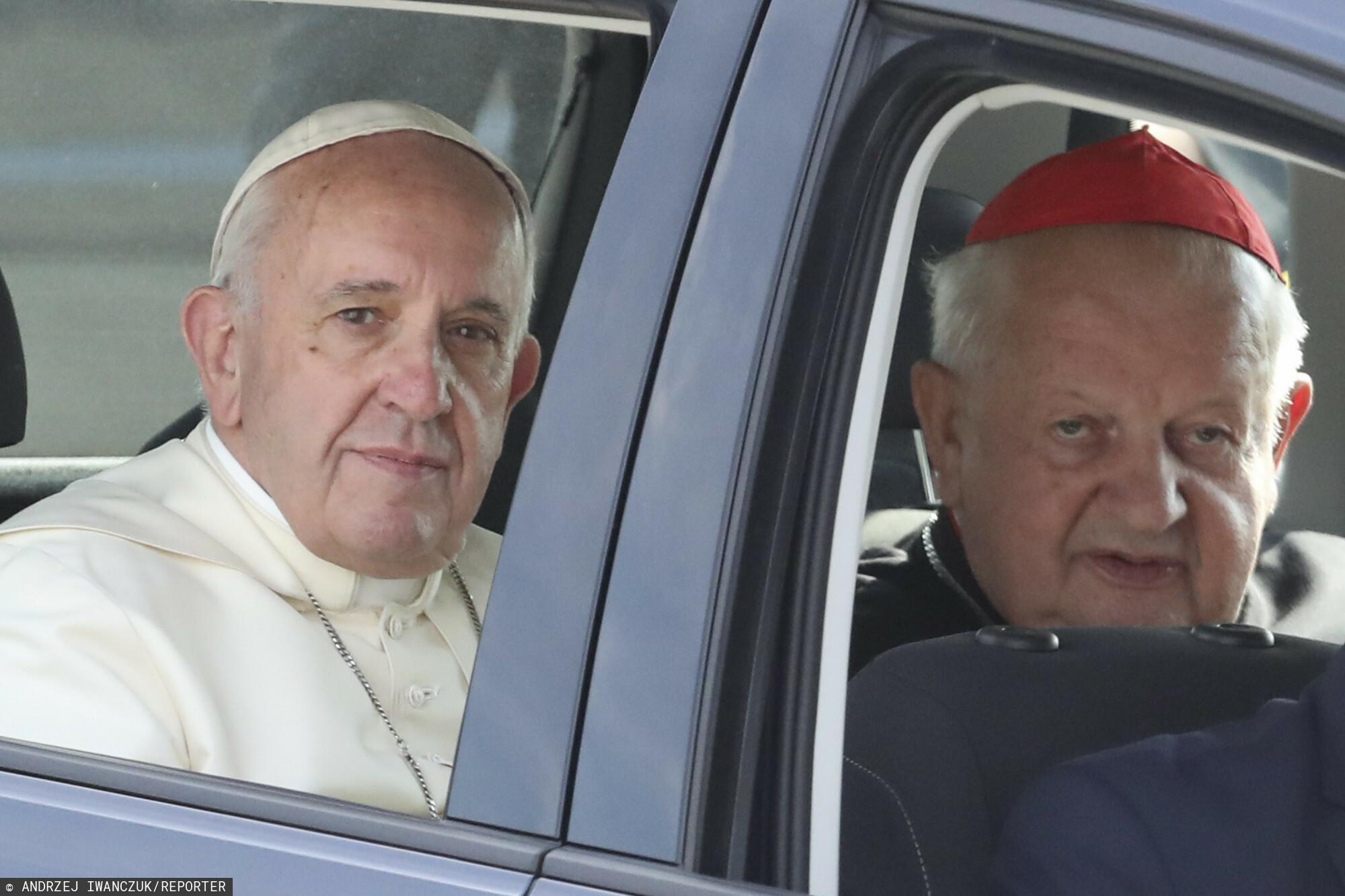 Kardynał Stanisław Dziwisz i papież Franciszek