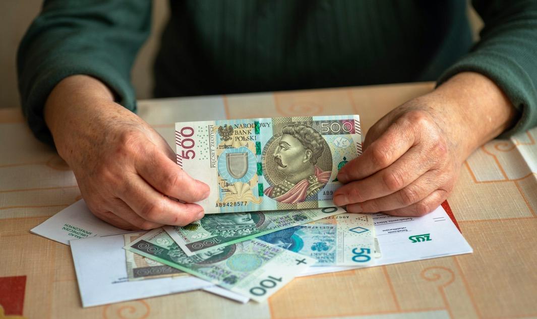 Zauważono, że 14. emerytura nie została wyszczególniona przez rząd w planie finansowym przekazanym do instytucji europejskich