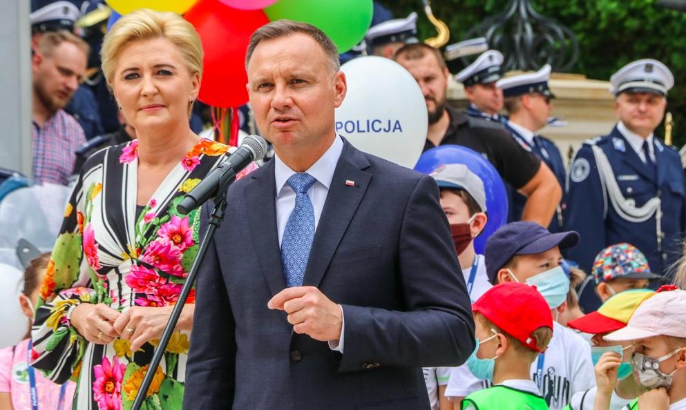 """Andrzej Duda z małżonką zainaugurowali akcję """"Bezpieczne wakacje"""""""