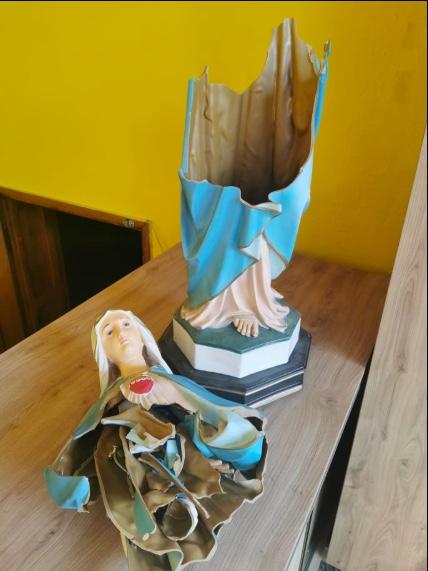 Figura Matki Boskiej zniszczona przez wandala w kościele w Koninie
