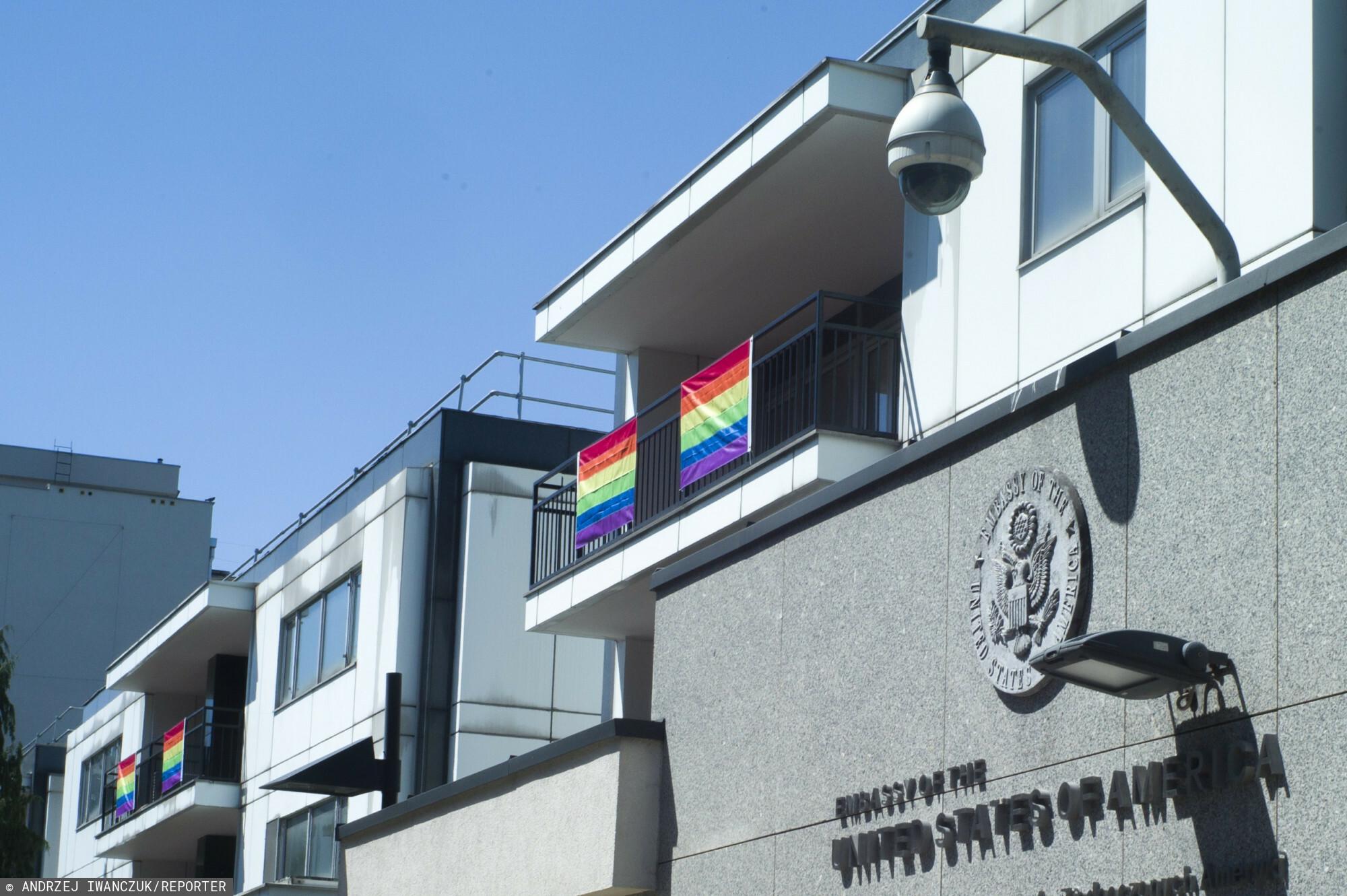 24.06.2019 Warszawa Teczowe flagi na ambasadzie USA w Polsce.
