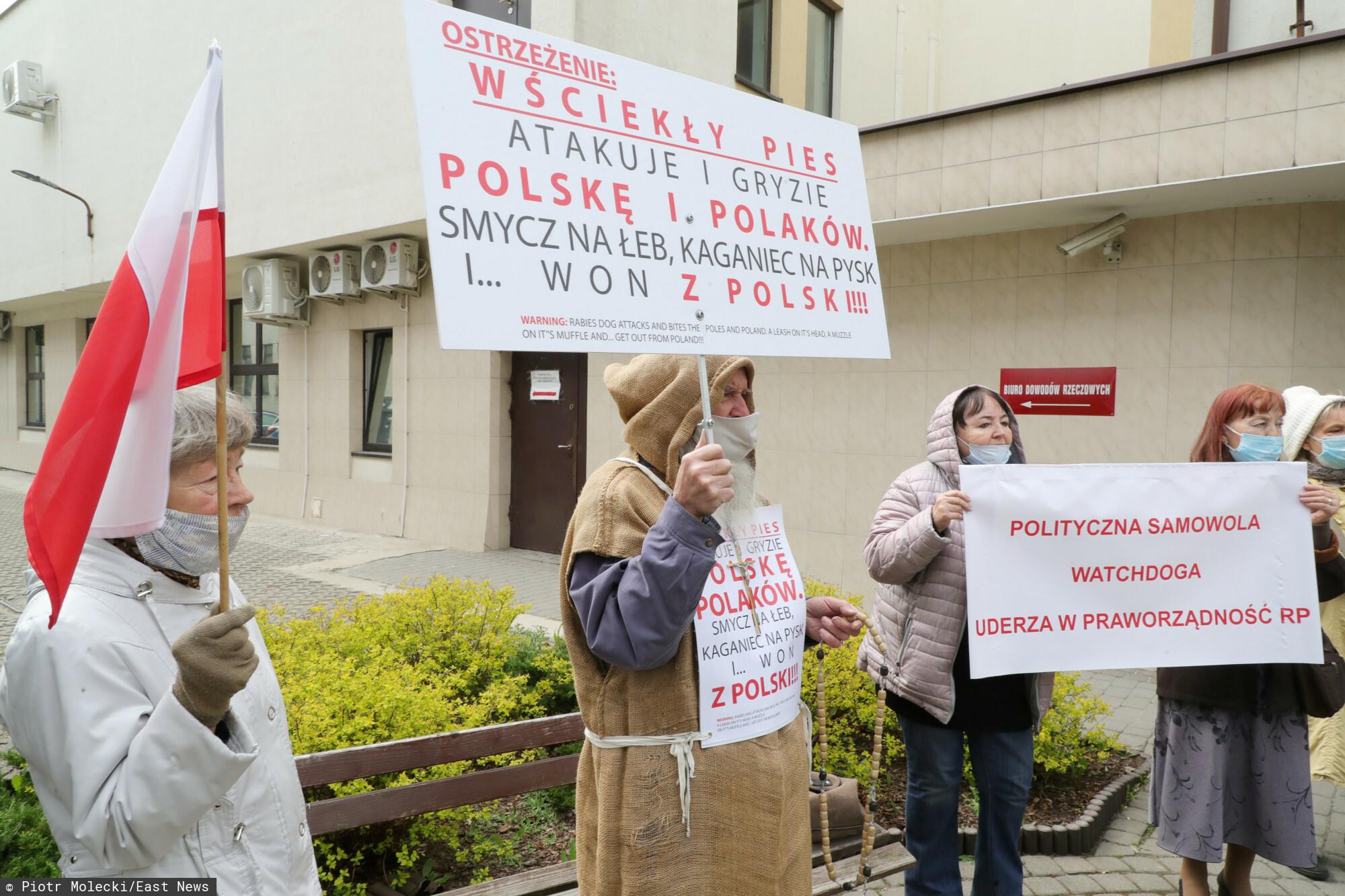 Zwolennicy Tadeusz Rydzyka ruszyli mu z pomocą w związku z pozwem Watchdog Polska przeciw fundacji założonej przez zakonnika Fundacji Lux Veritatis.